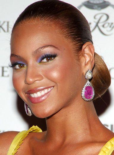 30-Second Summer Hair and Makeup Tricks