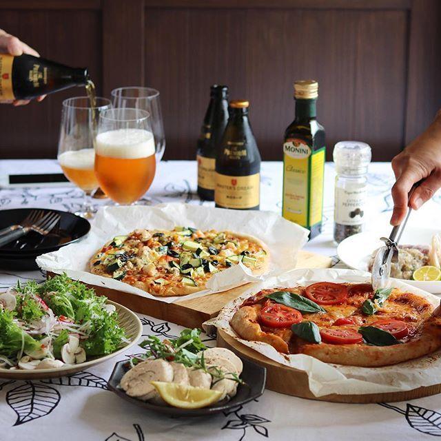 cao_life on Instagram pinned by myThings 昨日の楽しいおうち飲み会 ・ エリちゃんの新居にお邪魔して、ピザパーティー エリちゃんが前日から仕込んでくれていたピザ生地がものすごく美味しくて感動✨ その生地でピザを2種 マキシお手製の鶏ハムは、ローズマリーの風味が最高✨ 私は、トビウオのお刺身を、梅風味のなめろうに 産直の新鮮野菜で作ったサラダも美味しかった ・ いや〜、飲んだ飲んだ。 居心地の良い綺麗なおうちで、美味しい料理をつまみつつ、ワイワイとお喋りしながらリラックスして飲むお酒の美味しいこと美味しいこと✨ あぁ、ものすごく楽しかった。 マキシ、エリちゃん、ヨッサン、ありがとう۬৺۬☆