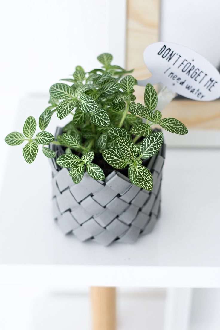 DIY Woven Paper Planter Basket or Holder (instructions in German, great photos)