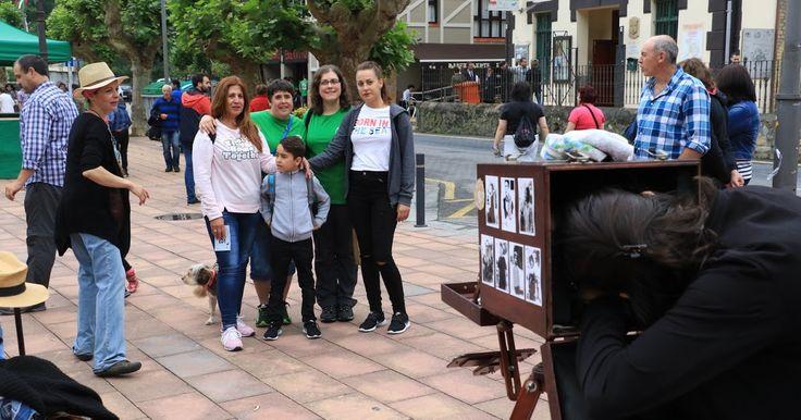 La Fiesta de la Cereza consigue llenar El Regato con su feria, deporte, exposiciones y danza