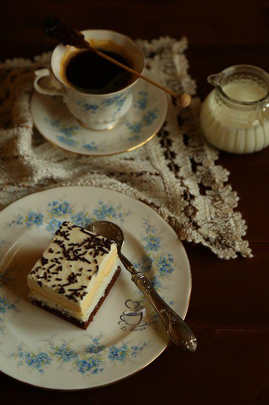 Pe langa deserturile cu fructe de sezon, am vrut sa pregatesc o prajitura cu crema si m-am oprit la o prajitura vazuta la Mirela . A fost al...