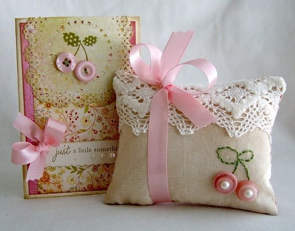 kis varrás projektek karácsonyi ajándék ötletek kézzel készített ajándékok párna notebook fedele
