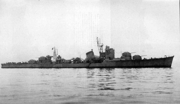 IJN destroyer Harutsuki was a Akizuki-class destroyer (the future Soviet Vnezapniy) at sea in December 1944. After the war, August 28, 1947 was transferred to the Soviet Union and became part of the Soviet Navy under the name of Vnezapniy. Served in the Soviet Navy until June 4, 1969. She was armed with 100mm guns, 4 of 610mm torpedo tubes and 39 of the 25mm automatic anti-aircraft guns in triple and single installations, and carried 54 depth charges. 大日本帝国海軍駆逐艦-春月
