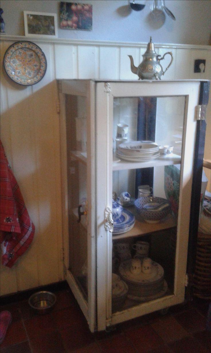 Selfmade cabinet from old windows by Linda  van Deursen / zelfgemaakte vitrine van oude ramen