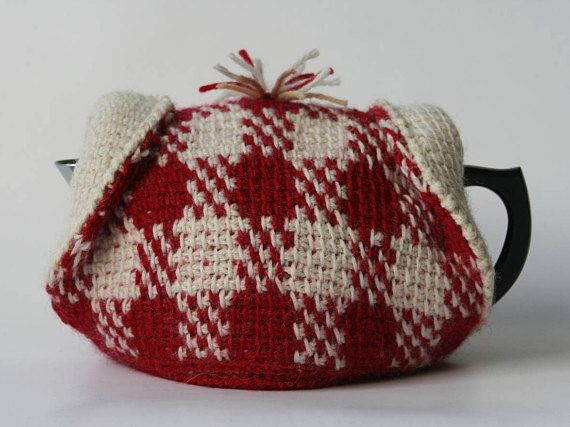 Gingham tea cosy in pure wool by Korora Crafters