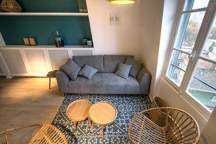 Superbe studio meublé de 30 m2, situé Rue du Bois de Boulogne à Neuilly / Seine. Ref 12871
