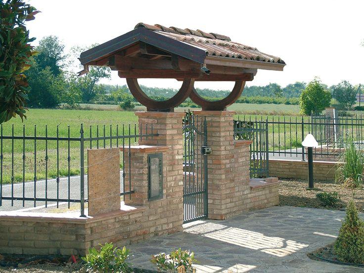 Copri cancello a due falde linea classica profondit cm for Log casa disegni e prezzi