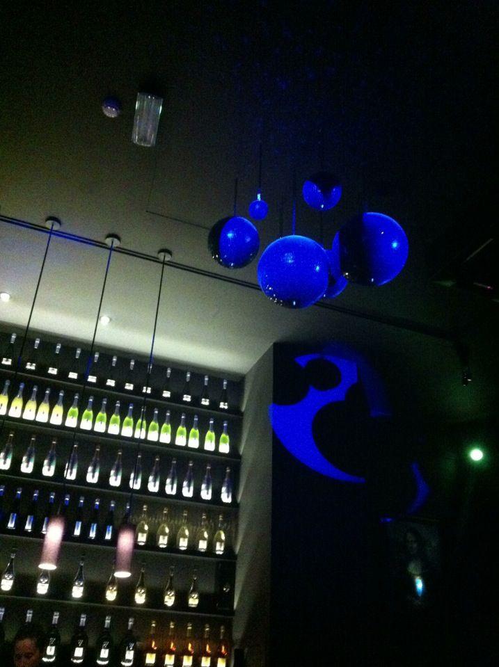 ...Mais Bares Temáticos. No Bubbles restaurante/bar, os reis da casa são as bebidos com bolhinhas: champgnes, espumantes, frisantes e cocktails a partir destes.