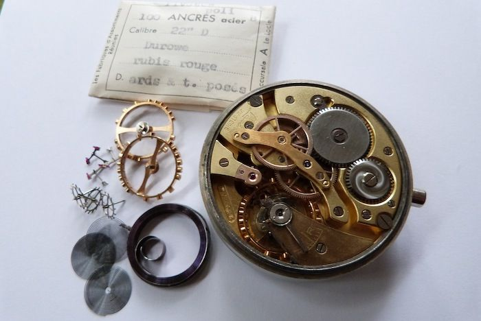 55mm B-Uhr Parts was also in the rubbish container ! This watchparts and watches were delivered to the Deutsche Luftwaffe. This parts are also original packed in 1944 !!!!!!  The original 22'' movement !!!
