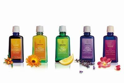 Huiles Weleda - Cosmétique bio - Les huiles pour le corps fleurissent dans les rayons, telles les huiles de massage répondant à une recherche croissante du bien-être. La gamme Weleda propose cinq huiles bienfaisantes : au citrus vivifiant...