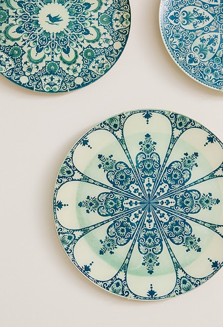would love to find a set of great vintage plates to hang as art