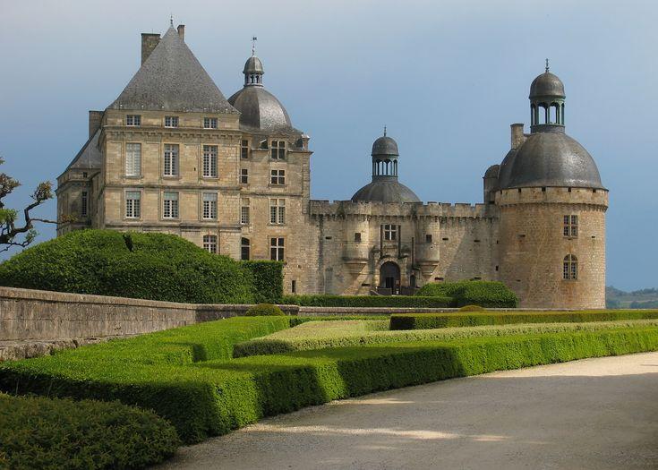 HautefortChateaus, Belle Dordogne, Chateau De Hautefort, Castles, France, Castle, Favorite Movie, Courtyards, Aquitaine