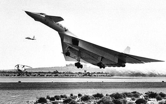Норт Америкен XB-70 «Валькирия» (XB-70 Valkyrie) был задуман США как высотный бомбардировщик, который должен был летать со скоростью, в 3 раза превышающей скорость звука. Всего было построено два самолета, которые выполняли испытательные полеты в 1960-е годы.