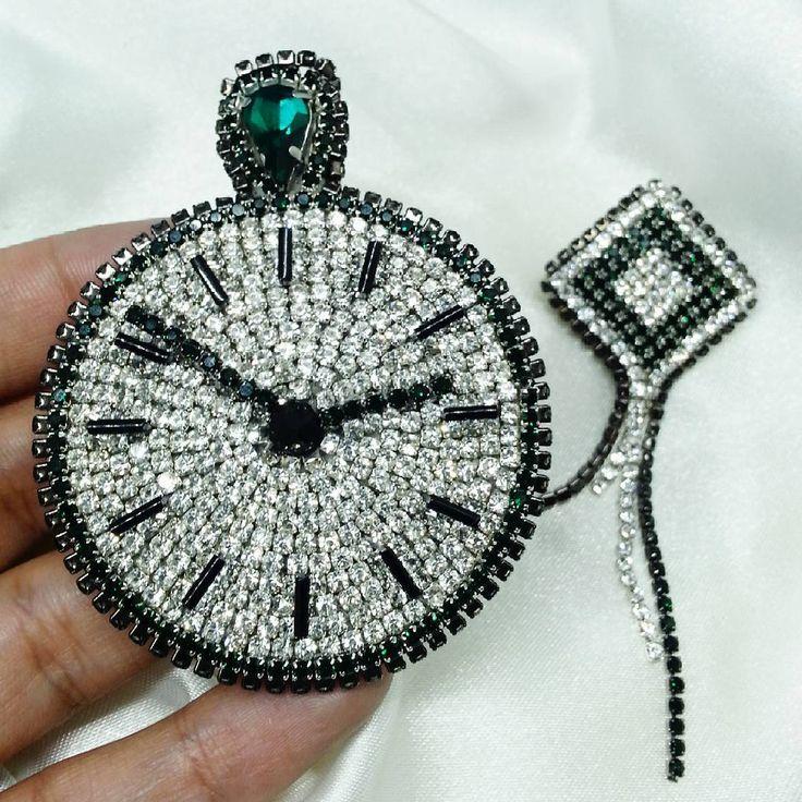 """111 Likes, 6 Comments - Ира Саржинская Броши Brooches (@crochetok_custom) on Instagram: """"Новая брошь """"Карманные часы"""" Изумрудный зеленый очень насыщеный и глубокий. Есть в наличии!…"""""""