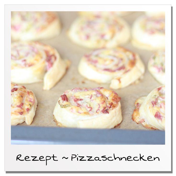 Du brauchst schnell etwas leckeres auf dem Tisch weil sich Gäste spontan angekündigt haben? Dann sind die Blitz - Pizzaschnecken perfekt für dich!