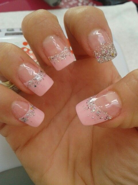Francesa rosa con gliter plateado encapsulado | Uñas ...