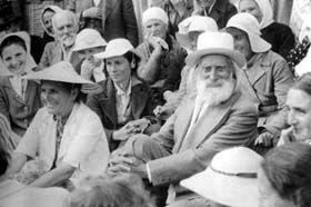 """Peter Deunov (1864-1944), il Maestro bulgaro noto anche con il nome spirituale di Beinsa Douno, Essere di elevatissima coscienza, che durante tutta la sua vita diede esempio di purezza, saggezza, intelligenza e creatività. Maestro Ascesso, di pensiero e pratica spirituale, medico e chiaroveggente. Alcuni giorni prima della sua dipartita nell'aldilà, in profonda trance, fece una profezia straordinaria in merito all'epoca tormentata in cui stiamo transitando oggi, nota come """"l'Ultima…"""