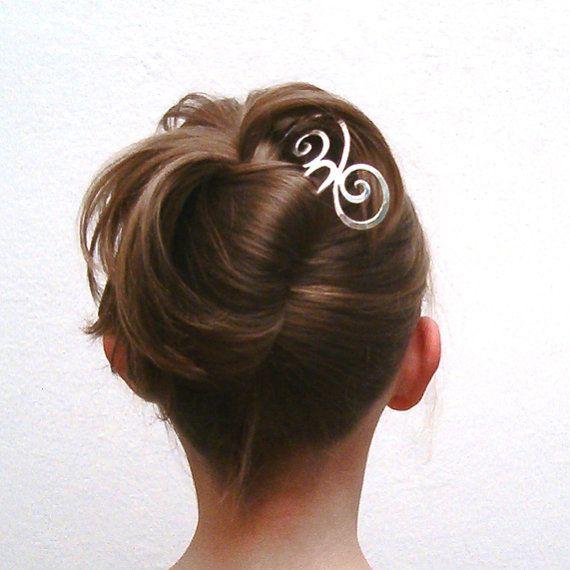Silberne Haarnadel für die perfekte Hochzeitsfrisur. Gefunden bei Etsy.