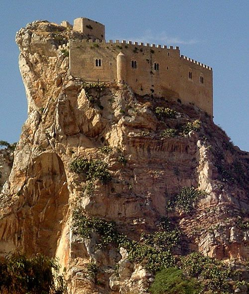 Castello Mafredonico, Mussomeli (Mussumeli in Sicilian), Caltanissetta, Sicily, Italy... www.castlesandmanorhouses.com ... The Chiaramonte Castle or (Castello Mafredonico), was built in 1370 in Norman-Gothic style. It stands on a high crag at 778 metres, 2 km outside the town. It has halls, dungeons and torture cells, and a chapel with a alabaster depicting the Madonna dell Catena (1516).