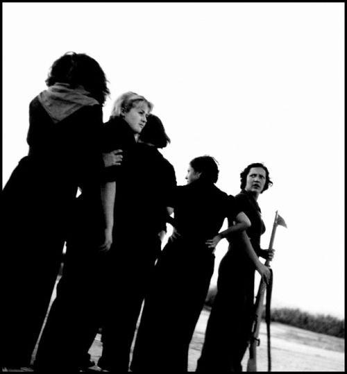 Gerda Taro :: Republican militiawomen training on the beach, outside Barcelona, August 1936