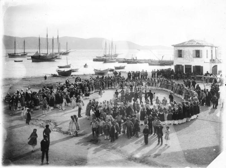 Σαλαμίνα, του William J. Woodhouse, από την επίσκεψη του στην Ελλάδα μεταξύ 1890-1935.  This photograph was taken by Nicholson Museum curator William J Woodhouse in Greece between 1890 and 1935.