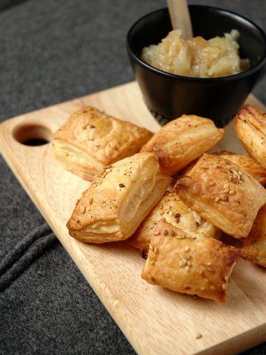 Feuilletés à l'oignon - Recette de cuisine Marmiton : une recette