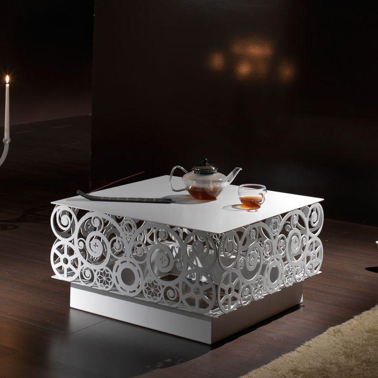 Bysteel Mesa de centro Lace Diseño Stefano Pirovano. Mesa de centro Lace BYSTEEL con un original encaje troquelado en el aluminio que le da un toque elegante.