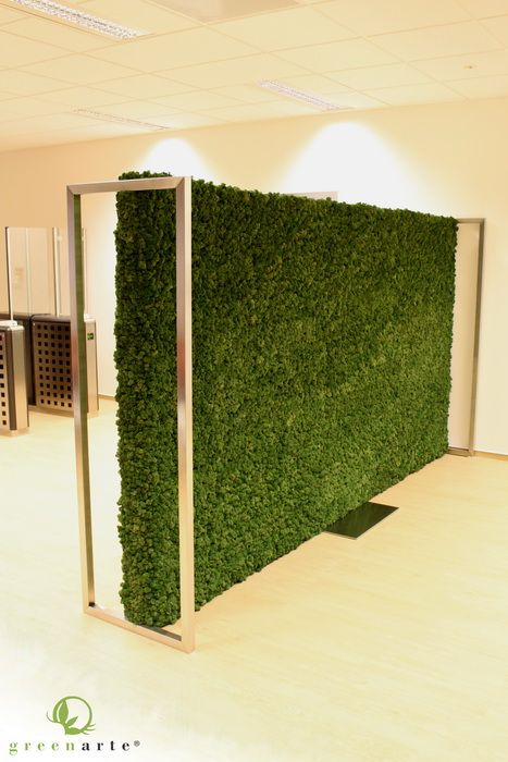 Ericsson - wolnostojąca ścianka działowa z panelami z mchu