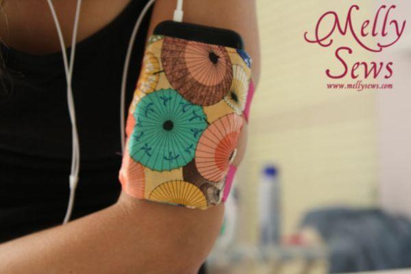Porta-celular de braço pode ter o estilo que você quiser (Foto: mellysews.com)