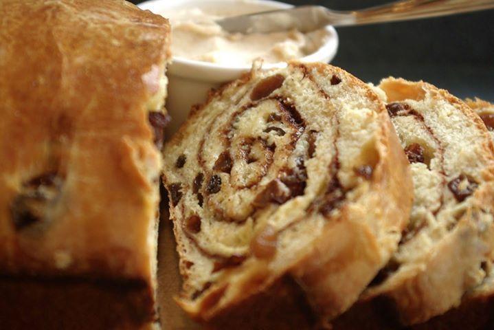 Σταφιδόψωμο σαν τσουρέκι για τον καφέ, από την αγαπημένη μας Αλεξία Αλεξιάδου και το Realfood! |