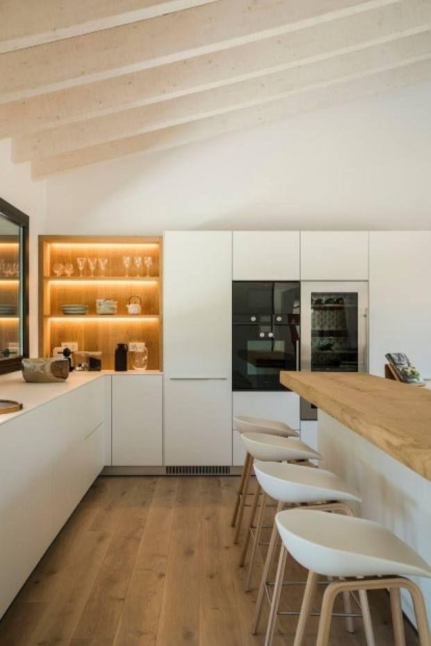 Slow Life En Una Casa Del Emporda Rodeada De Olivos Diariodesign Diseno De Cocina Comedor Cocina Blanca Y Madera Diseno Muebles De Cocina
