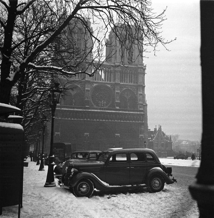 La cathédrale Notre-Dame de Paris en hiver 1945