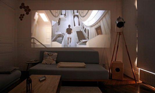Une image de quatre mètres de large dans son salon : tentant, mais attention aux coûts cachés.