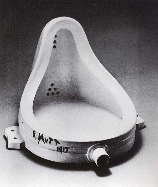 """""""Marcel Duchamp presentò un pisciatoio come fontana. Questo oggetto che aveva sempre ricevuto getti liquidi, adesso li restituisce e diventa una fontana"""""""