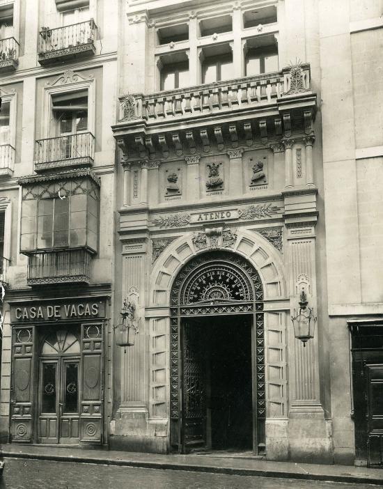 Fachada del Ateneo de Madrid tras su inauguración en la Calle del Prado nº 21, 1884. Autor desconocido.