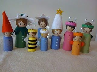 """we made peg people today. Not nearly this good, but it was so fun and easy. Even Chloe understood how to paint hair and leave the face """"blank"""". They played with those people happily for quite some time. Fun! I want to make more people and have all sorts of characters for them now."""