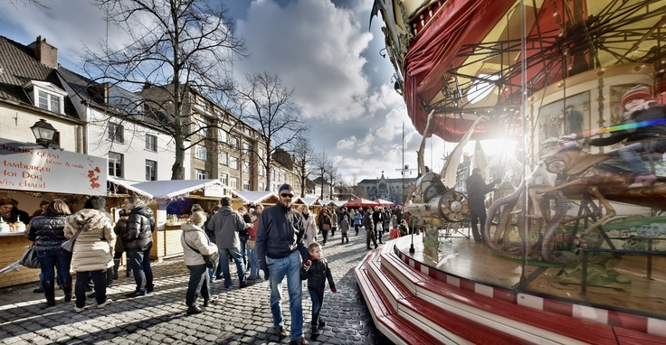 Book your magical stay in Brussels, Christmas Market 87.50€pp at Royal Windsor Hotel Grand Place.  #Christmas in #Brussels for 2 at the Royal Windsor Hotel Grand Place: 1 night with breakfast & a Winter Wonders gift pack.  From the 30/11/12 to the 06/01/13, visit the Winter Wonders Christmas market.   http://www.opt.be/informations/suggestions_bruxelles__brussels_christmas_market__87_50___pp_at_royal_windsor_hotel_grand_place/en/O/61185.html  © Eric Danhier