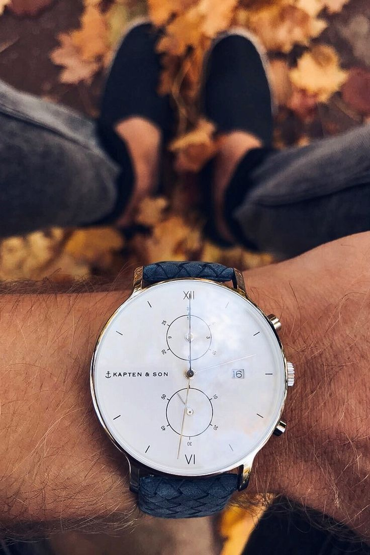 watch for him | affordable luxury | fall | golden autumn | leaves | october | blue and white | chronograph | gift for boyfriend | Chrono Silver Light Blue Woven Leather by Kapten & Son | picture by its.max.wehner