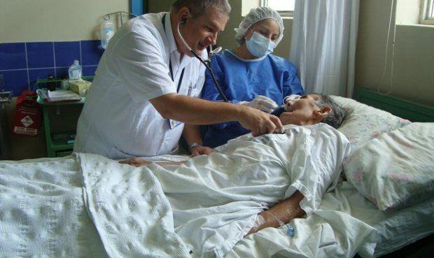 En lo que va del año son 35 muertos registrados y de ellos 34 son mayores de cinco años. En esta última semana se atendieron a 136 personas con neumonía. De acuerdo al último reporte de la Dirección de Epidemiología, la neumonía cobró la vida de dos ancianos. Uno de ellos es de 72 años …