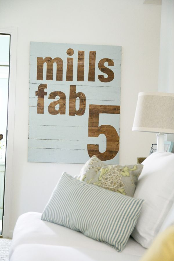 @Heather Godbey...this is on my DIY list for your house!: Pallets Art, Diy Art, Wood Planks, Wood Signs, Handmade Home, Diy Wall Art, Paintings Wood, Families Signs, Wooden Signs