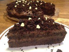 la torta venere nera è una torta preparata con una soffice base al cacao e farcita con una golosissima ganache al cioccolato per un matrimonio irresistibile