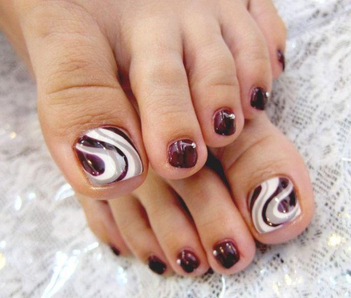 Ecco a voi una galleria di immagini per una meravigliosa pedicure 2013, tante idee di decorazione unghie dei piedi per una nail art completa ed impeccabile