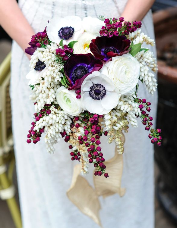 A more natural bouquet idea with colors perfect for an autumn wedding.: