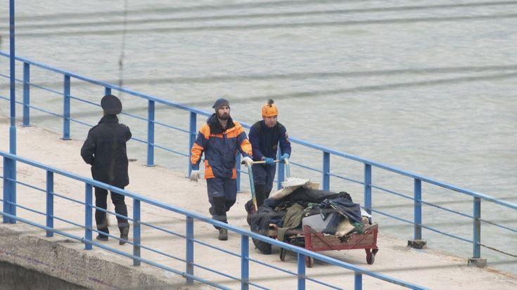 """Serpihan pesawat militer Rusia ditemukan di kedalaman 70 meter di Laut Hitam  MOSKOW (Arrahmah.com) - Mayor Jenderal Igor Konashenkov seorang juru bicara kementerian pertahanan Rusia mengatakan bahwa serpihan pesawat militer Rusia telah ditemukan kedalaman sekitar 70 meter di Laut Hitam sekitar 15 km di lepas pantai dekat kota Sochi.  """"Operasi pencarian terus dilakukan"""" kata Konashenkov sebagaimana dilansir Al Jazeera Ahad (24/12/2016).  """"Empat kapal lima helikopter dan pesawat tak berawak…"""