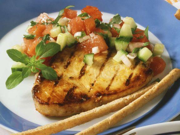 Gegrillter Schwertfisch mit Melonensalat ist ein Rezept mit frischen Zutaten aus der Kategorie Meerwasserfisch. Probieren Sie dieses und weitere Rezepte von EAT SMARTER!