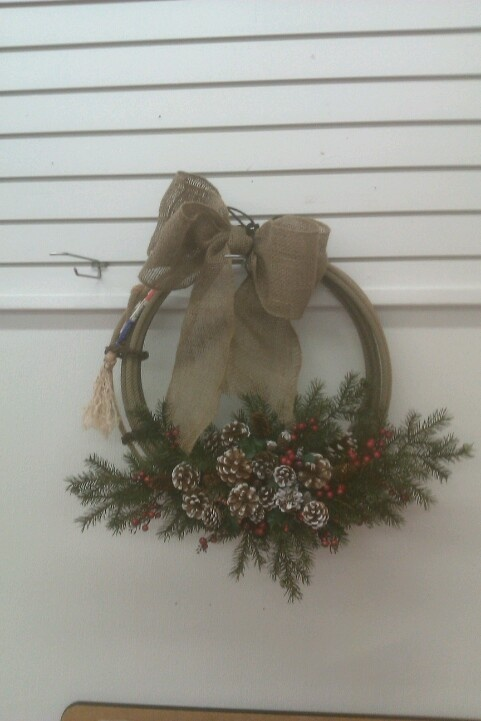 Rope wreath: Christmas Inspiration, Doors, Westerns, Country Christmas, Country Roots, Christmas Decor, Christmas Ideas, Wreaths, Crafts
