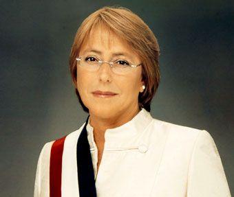 Michelle Bachelet    (Michelle Bachelet Jeria; Santiago, 1951) Política chilena, presidente de Chile entre 2006 y 2010; fue la primera mujer que alcanzó la presidencia de la República. Socialista convencida