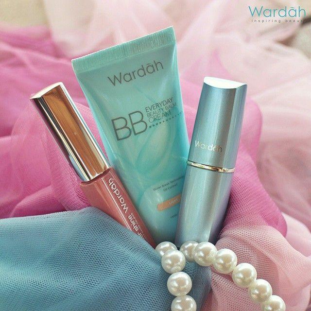 Apa rahasia dibalik tampilan segarmu setiap harinya, Ladies? BB Cream Everyday, Hydrogloss, dan Wondershine Wardah bisa jadi senjata cantikmu. Happy Friday!  #BBCream #Hydrogloss #Wondershine