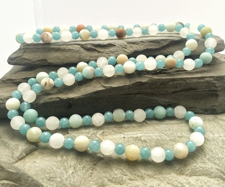 Long collier de pierres fines d'amazonite et de quartz bleu sans attache monté…