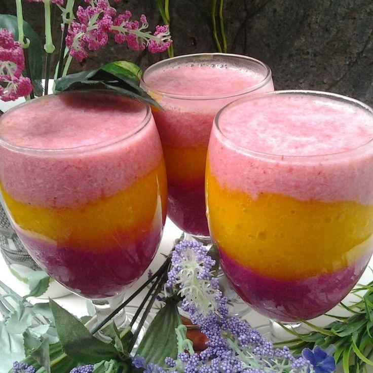 Smoothies Red dragon fruit, mango, strawberry